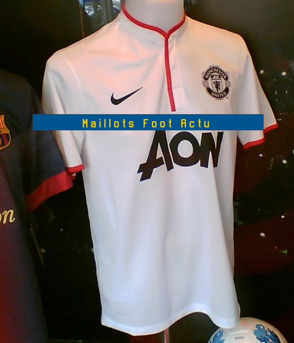 Maillot exterieur manchester united 2013 for Maillot exterieur manchester united