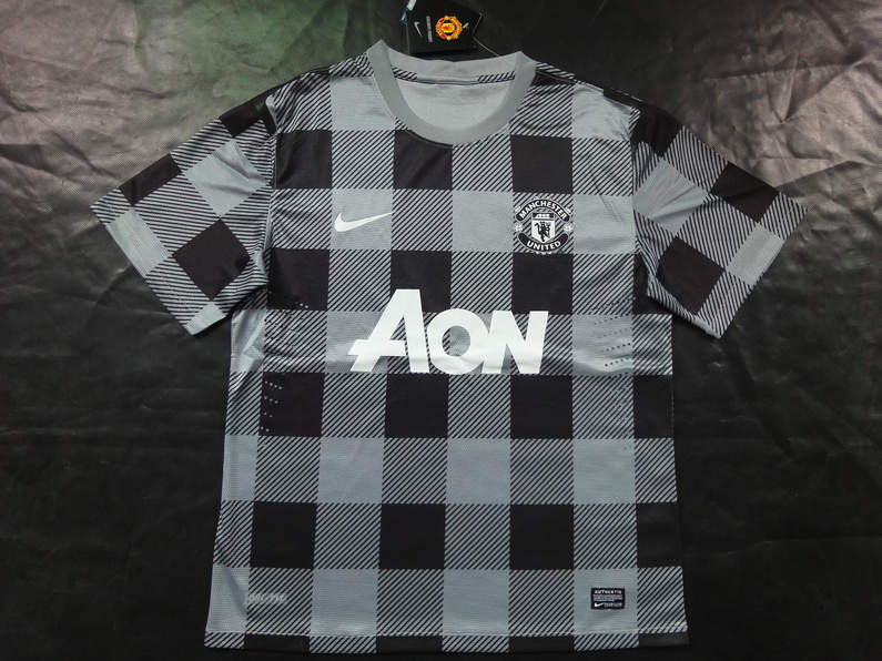 Maillots foot de manchester united 2013 2014 for Maillot exterieur manchester united