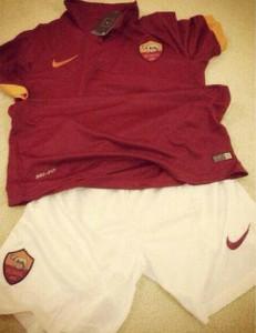 AS Roma maillot domicile 2015 et short