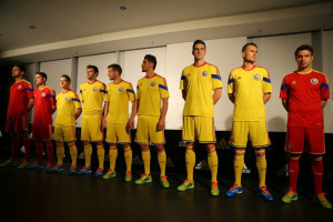 Romania 2014 maillots domicile et extérieur