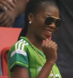 Nigerienne belle supportrice maillot foot domicile Nigeria 2014 coupe du monde