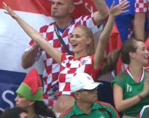 croate fille sexy fan supportrice croatie maillot foot 2014 coupe du monde