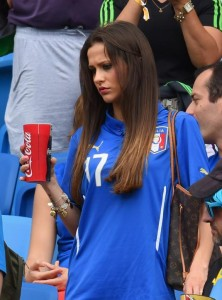 italie babe fan supportrice italienne maillot italie 2014