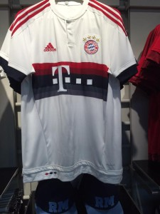 Bayern Munich 2016 maillot exterieur 15-16 photo