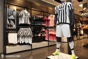 Juventus de Turin 2016 maillot short chaussettes domicile 15-16