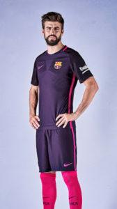 FC Barcelone 2017 maillot exterieur foot Pique