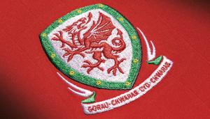 Pays De Galles Euro 2016 blason maillot domicile Adidas