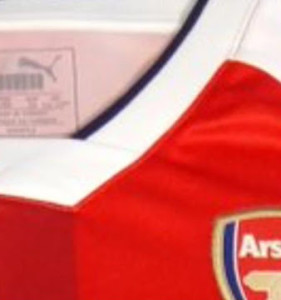 Arsenal 2017 detail maillot domicile 16-17 Logo