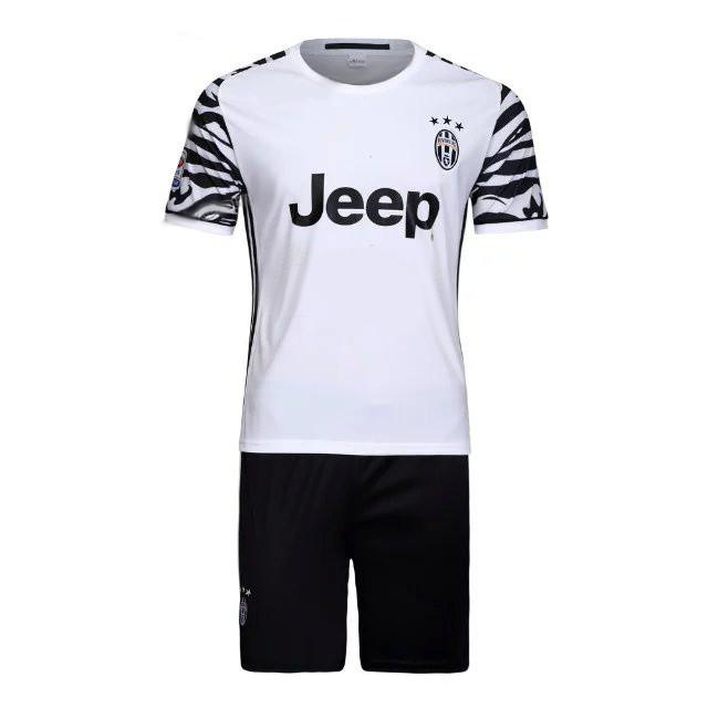 les nouveaux maillots de football juventus 2017 maillots foot actu. Black Bedroom Furniture Sets. Home Design Ideas