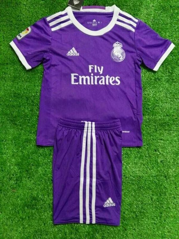 les maillots de foot du real madrid 2017 maillots foot actu. Black Bedroom Furniture Sets. Home Design Ideas