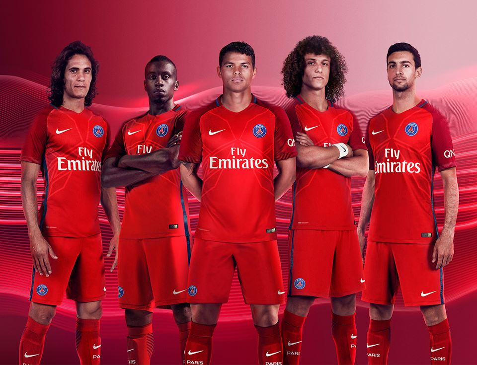 Psg 2017 les maillots de foot du paris saint germain for Maillot exterieur psg 2016