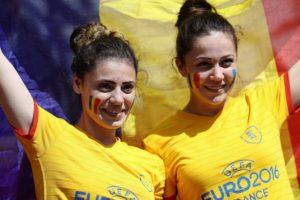 des supportrices roumains à l Euro 2016