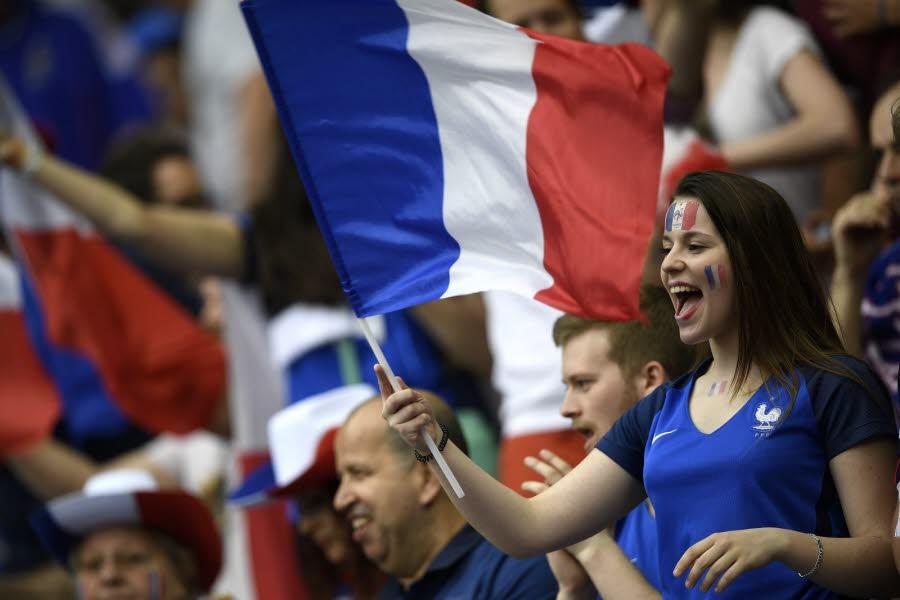 Les plus belles supportrices euro 2016 maillots foot actu - Coupe d europe de foot 2016 ...