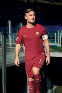 Totti maillot de football AS Roma special derby 2016 2017