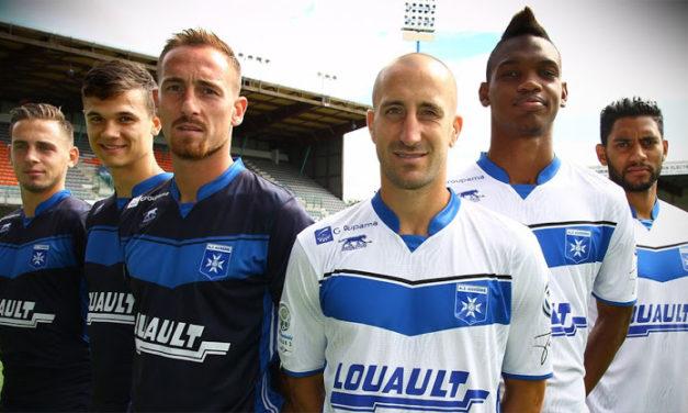 AJ Auxerre 2017 retard des maillots AJA 16-17