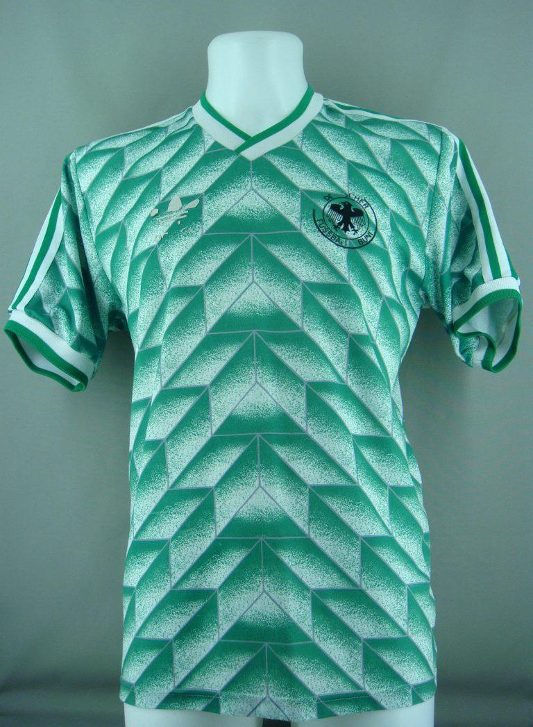 Allemagne 1990 maillot de foot exterieur vert