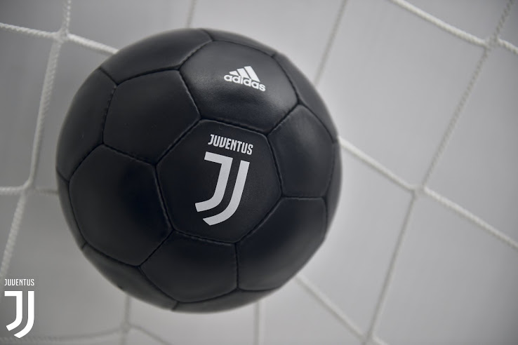 Juventus 17 18 nouveau logo