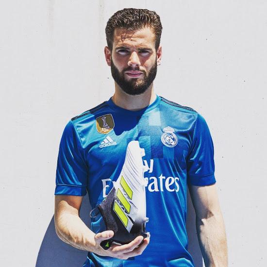 Real Madrid 2018 troisieme maillot third bleu 17 18