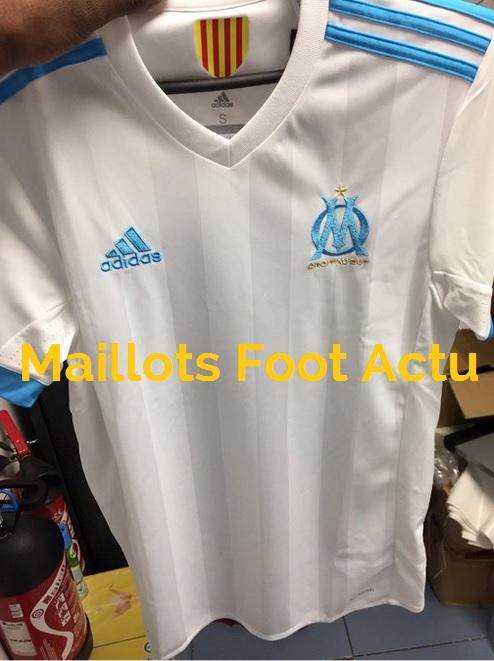Marseille les nouveaux maillots de foot om 2018 officiels for Maillot exterieur om 2017