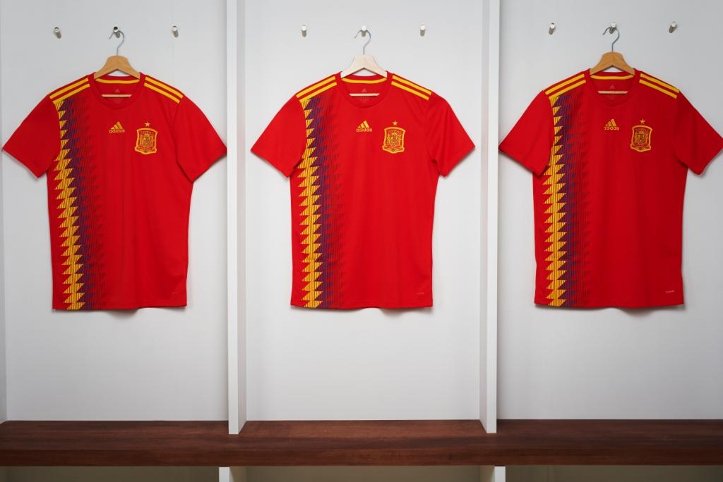 Espagne 2018 maillot Adidas rouge coupe du monde 2018.jpg
