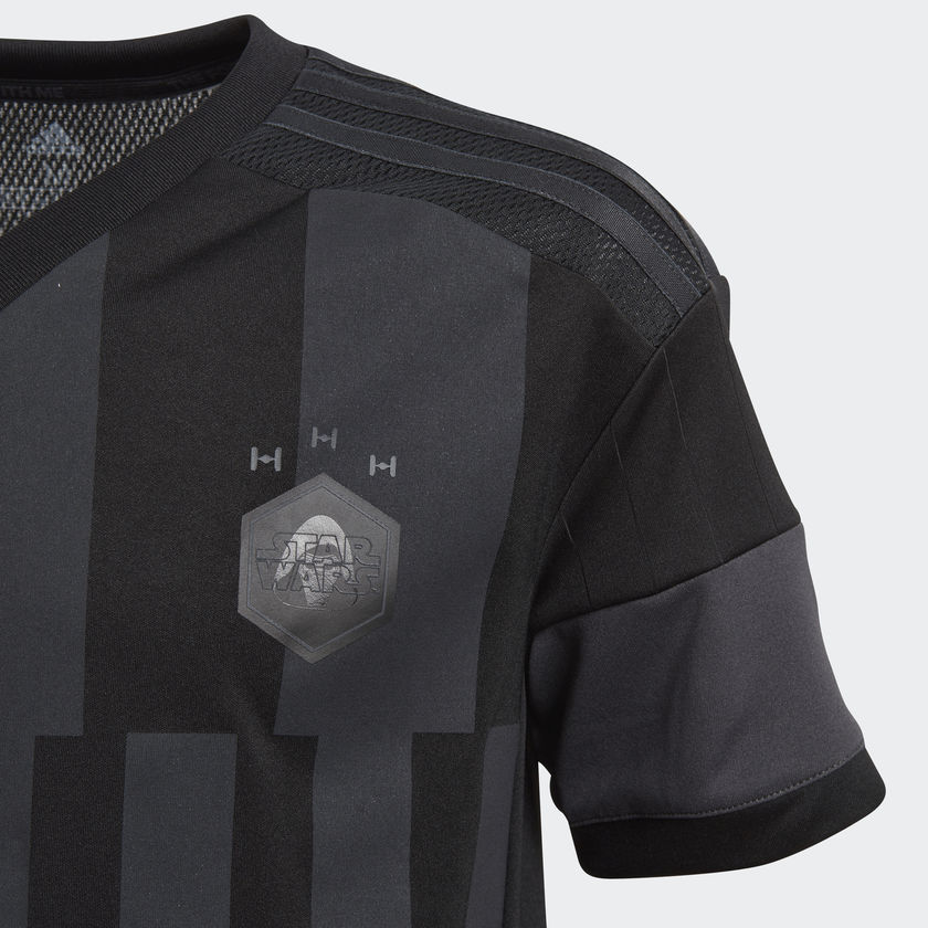 maillot de foot Adidas Star Wars zoom