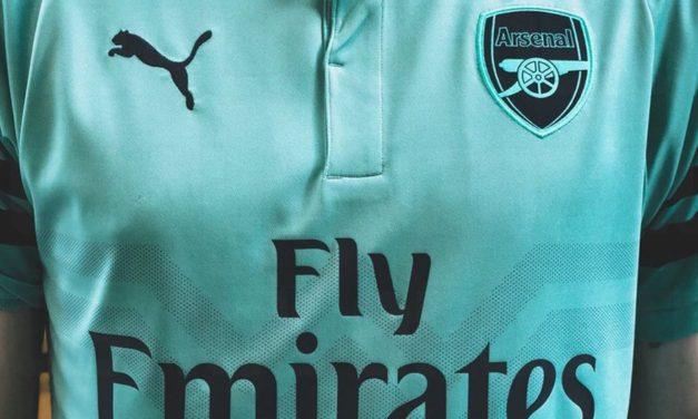 Les nouveaux maillots de football Arsenal 2019