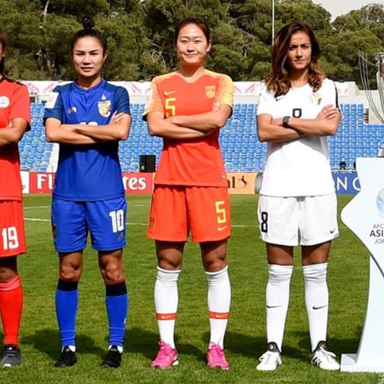 Les impressionnants maillots de foot de la chine 2018 avec for Nouveau maillot exterieur equipe de france