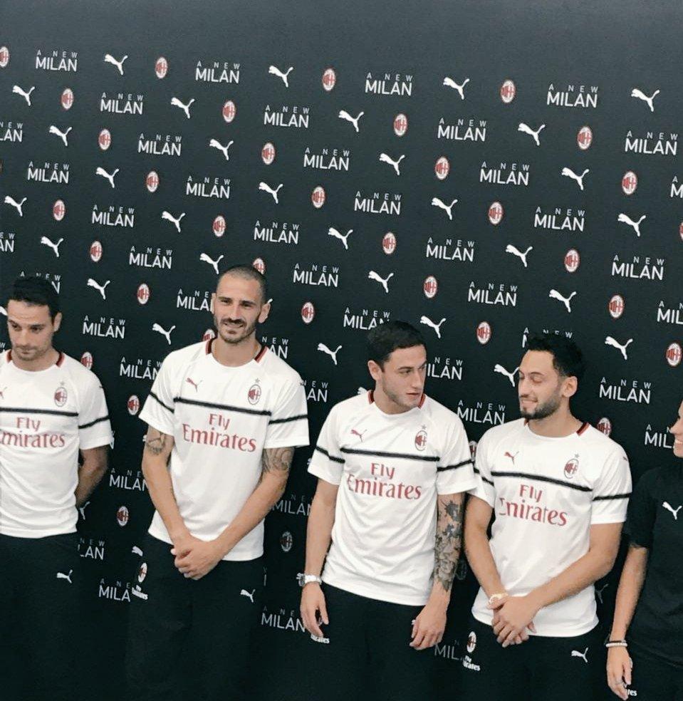 AC Milan 2019 maillot extérieur football présentation