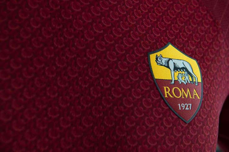 AS Rome 2019 maillot domicile 18 19 détails blason