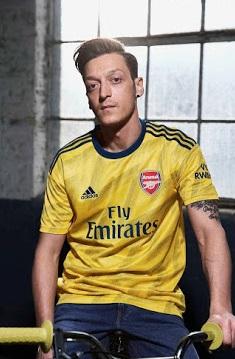 Arsenal nouveau maillot exterieur jaune Ozil 2020