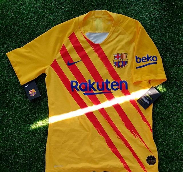 FC Barcelone 2019 2020 quatrieme maillot Senyera