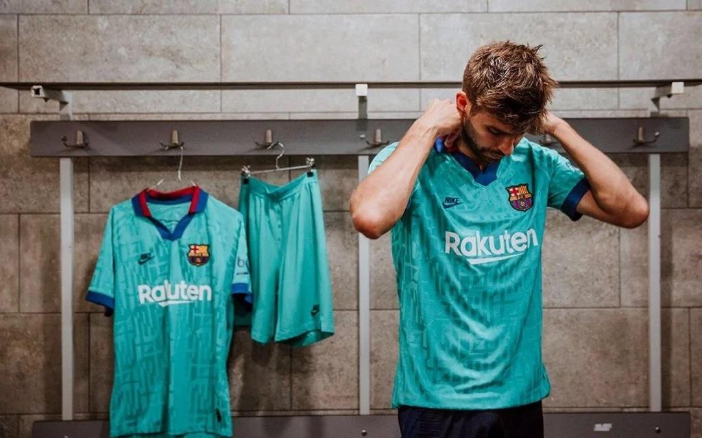 FC Barcelone 2020 nouveau maillot third Nike Pique