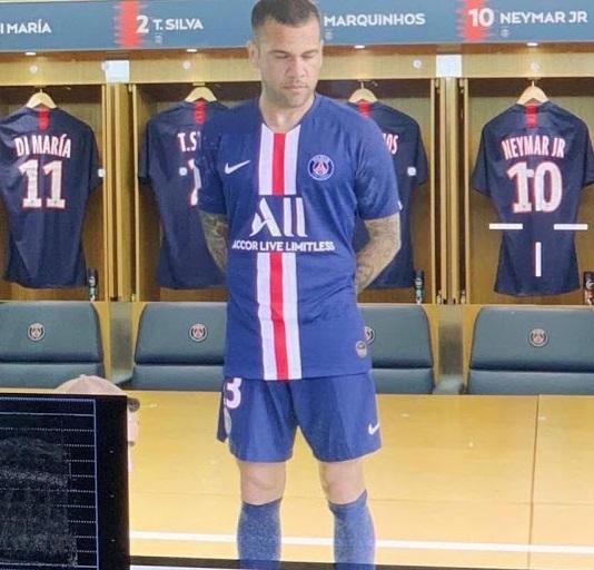PSG 2020 nouveau maillot domicile fuite Alves