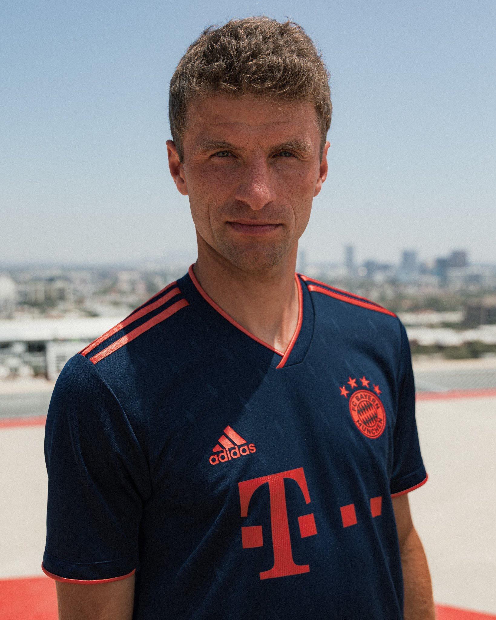 Bayern Munich 2020 nouveau troisieme maillot Muller