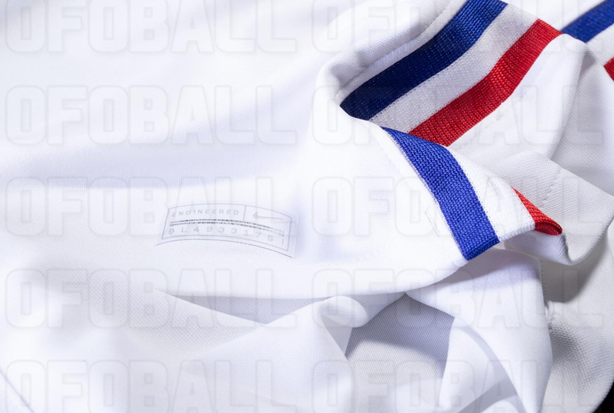 Bande tricolore cote maillot exterieur