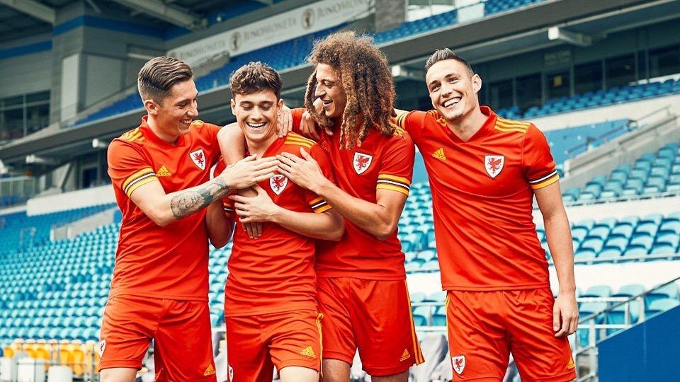 Pays De Galles Euro 2020 maillot domicile officiel