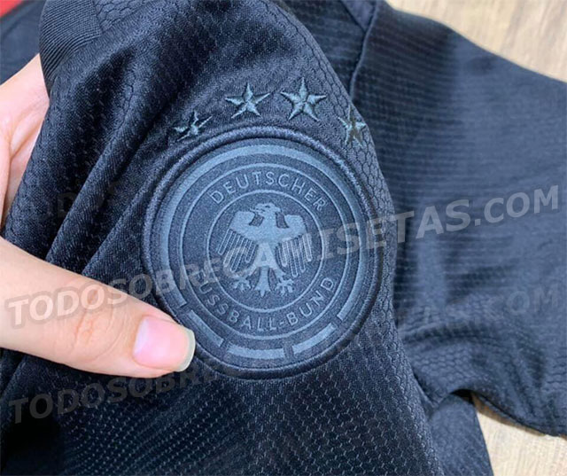 Allemagne Euro 2020 ecusson couleur noir maillot exterieur