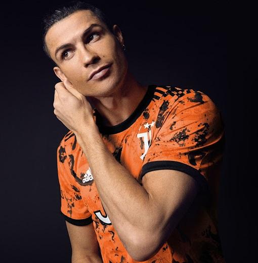 Juventus 2021 troisieme maillot orange RONALDO