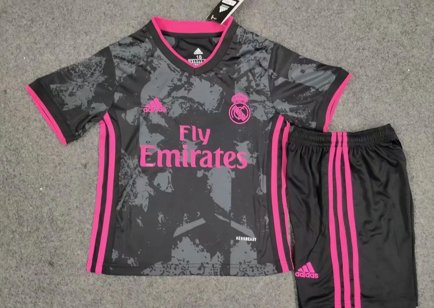 Real Madrid 2021 3eme maillot third possible