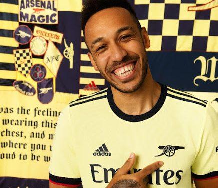 Arsenal 2022 les nouveaux maillots de football des Gunners