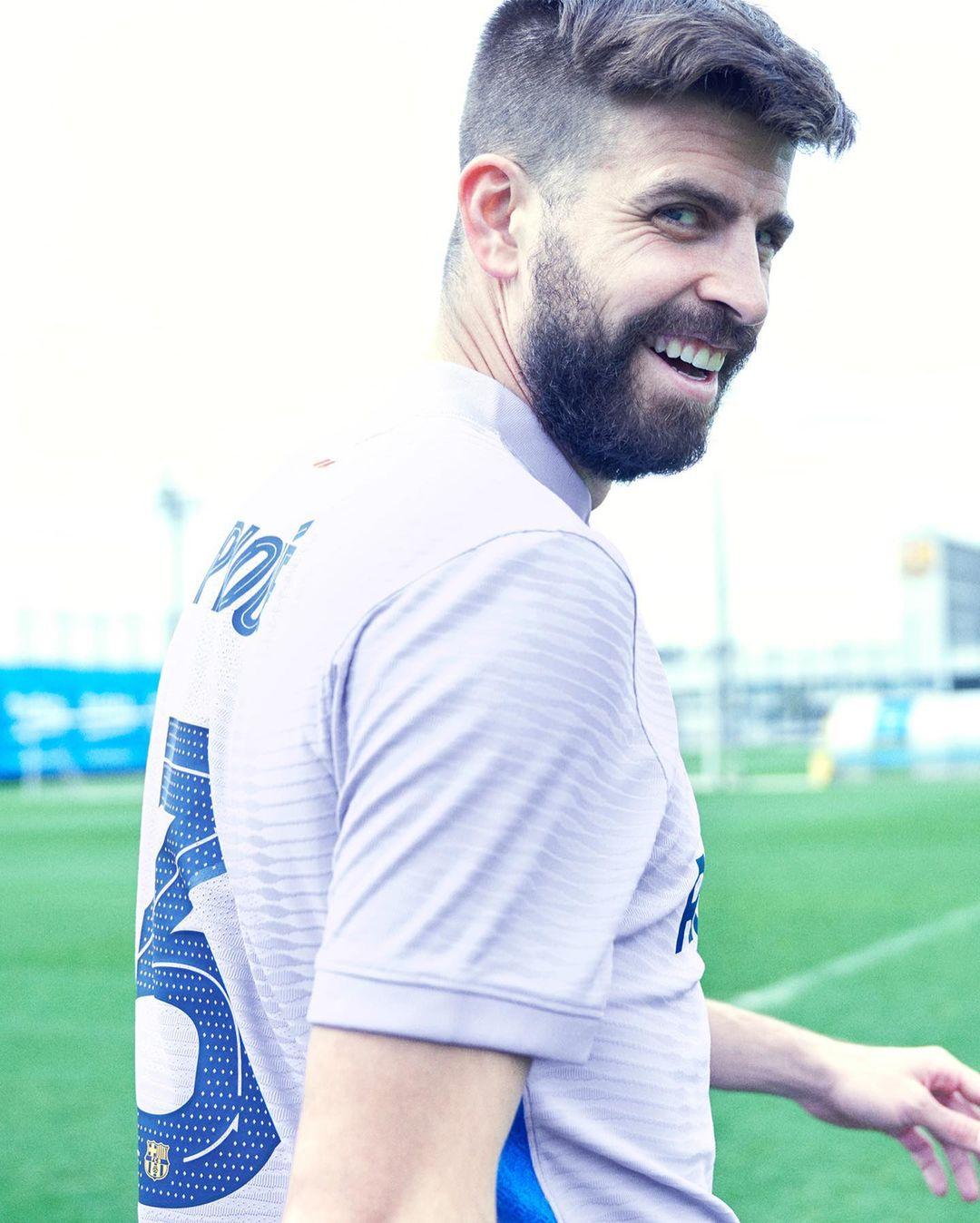 FC Barcelone 2022 maillot exterieur foot Pique