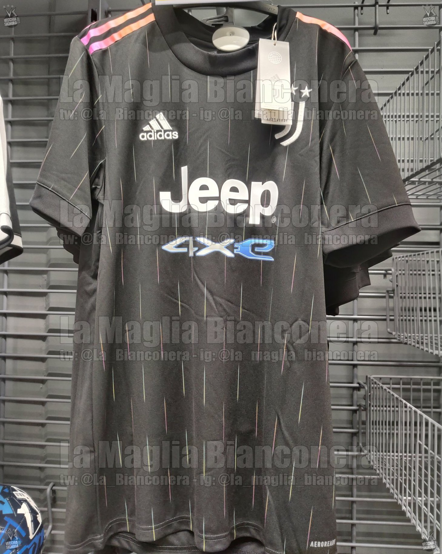 Juventus 2022 nouveau maillot exterieur Adidas