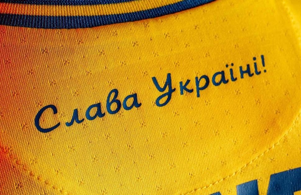 Ukraine Euro 2021 nouveau maillot domicile detail au col