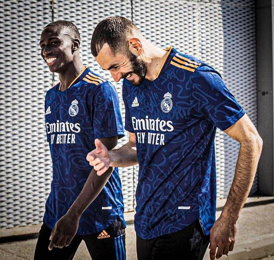 Real Madrid 2021 2022 maillot de foot exterieur bleu