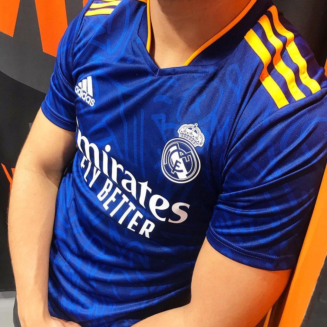 Real Madrid 2022 nouveau maillot de football exterieur