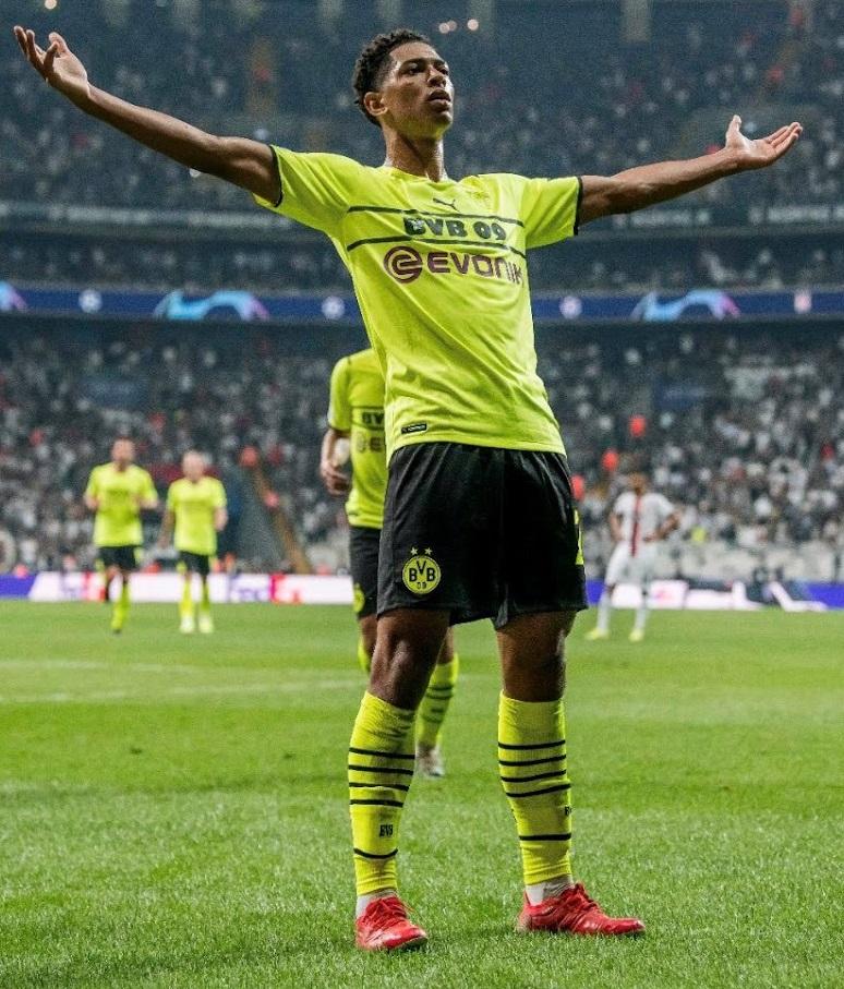 Dortmund 2022 nouveau maillot de coupe football