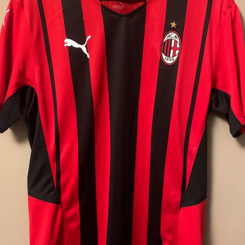 Milan AC 2022 maillot domicile fuite 2