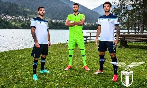 Lazio 2022 les maillots de football avec Macron